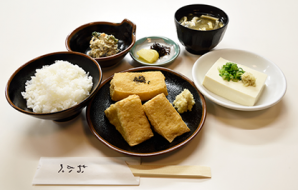 """Okabe teishoku"" The Okabe set (the original set) (Thick fried tofu, rice, chilled tofu, miso soup, small dish, Japanese pickles) 900yen (tax included)"